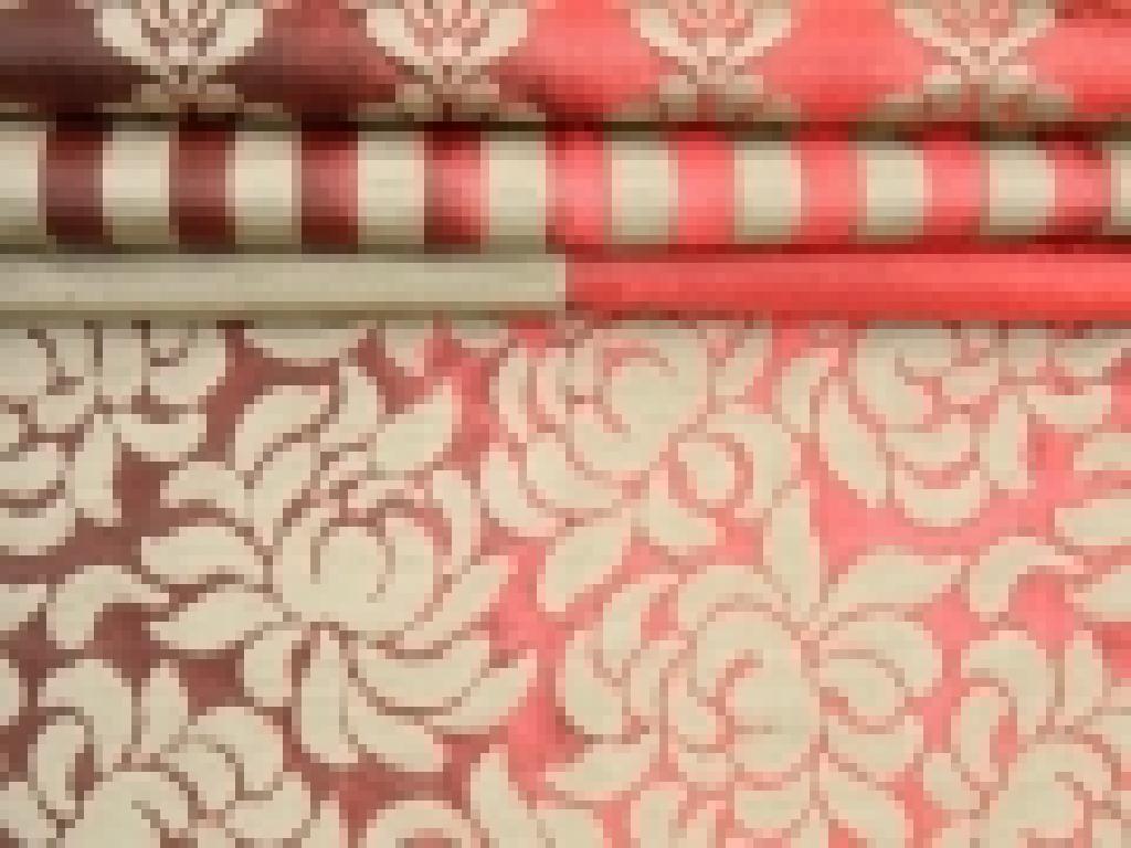 Effetto seta, lavorazione jacquard, lucida e brillante nei colori caldi dello stile classico